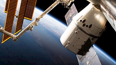 Dragon-Kapsel an der ISS